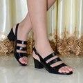 Zapatos de Las Sandalias de las mujeres 2016 de la Marca Zapatos de Cuero Genuinos de Las Mujeres Peep Toe Med Tacones Sandalias Para Las Mujeres Sandalias de Los Zapatos Grandes del Tamaño 319-29