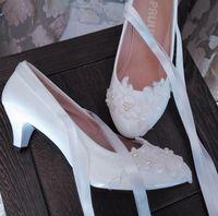 Midden hak wit kant ivoor parels bruiden trouwschoenen vrouw sexy veters ankle satijn linten bruids pompen schoenen