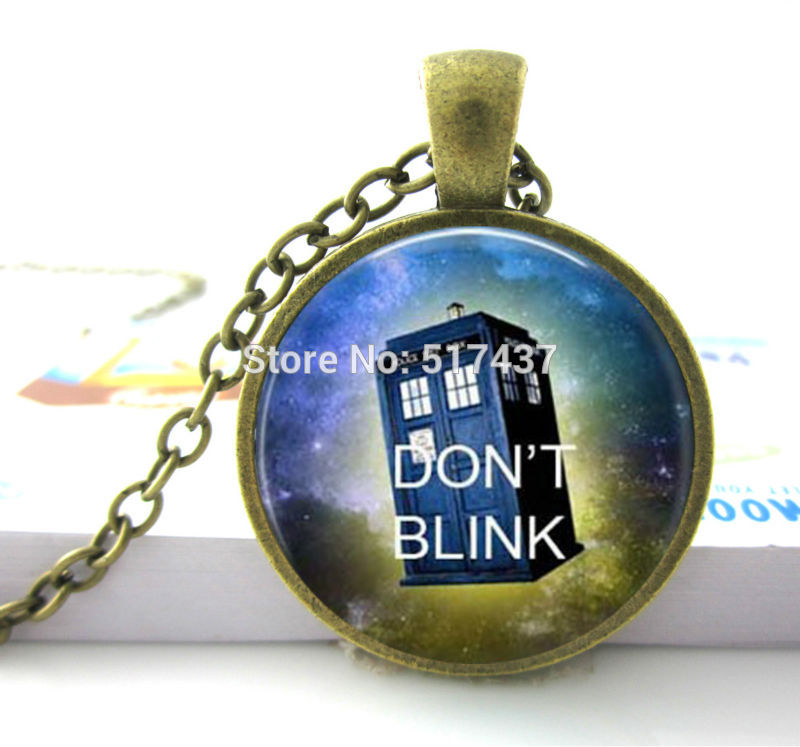 Box Necklace,Dont blink Doctor Who quote necklace, Dont Blink Doctor Who Jewelry,Time Machine Police Box Jewelry,Art Necklace