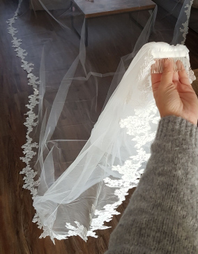 Купить с кэшбэком Elegant Lace Appliques Long Wedding Veil 4 Meters One Layer White Ivory Tulle Bridal Veil Welon Veu de Noiva