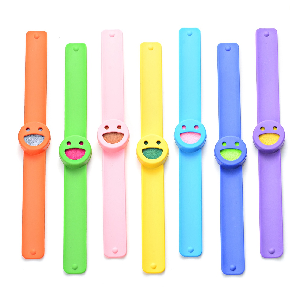 10 Stücke Lächeln Gesicht Silikon Slap Armbänder Ätherische Öle Diffusor Armband Anti-moskito Für Kinder Va-975 * 10