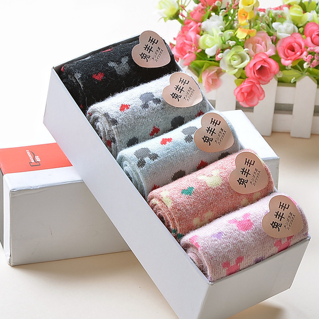 Nuevo 2017 mujeres de invierno térmica de lana corazón de conejo de lana corta calcetines toalla engrosamiento femenina 100% algodón calcetines caja de regalo calcetines lxy147
