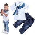 Мальчики Лето джинсовая Одежда Устанавливает Горячий продавать Дети мальчики Футболка + Брюки Джинсовые + шарф 3-шт Комплект одежды Детей джинсовые наборы