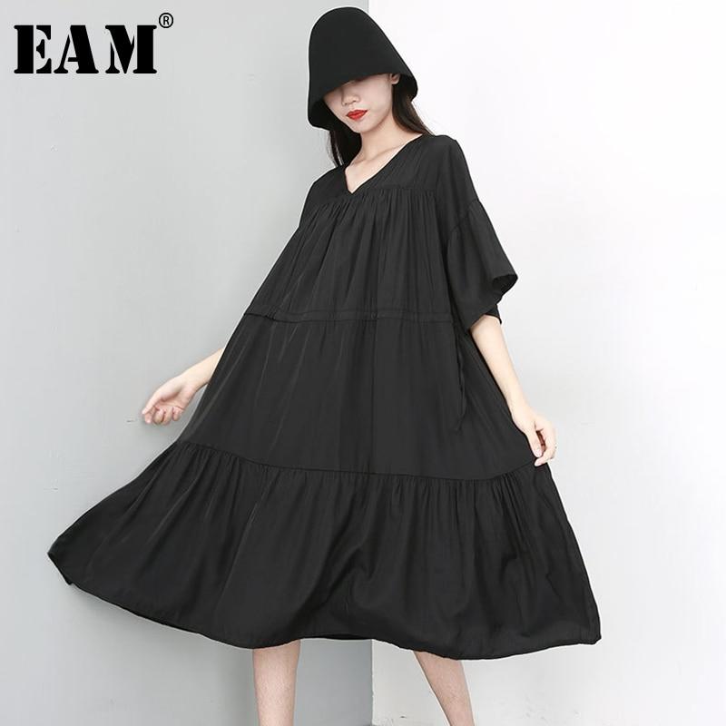 [EAM] 2020 New Spring Summer V- Neck Half Sleeve Black Pleated Split Joint Loose Big Size Temperament Dress Women Fashion JU674