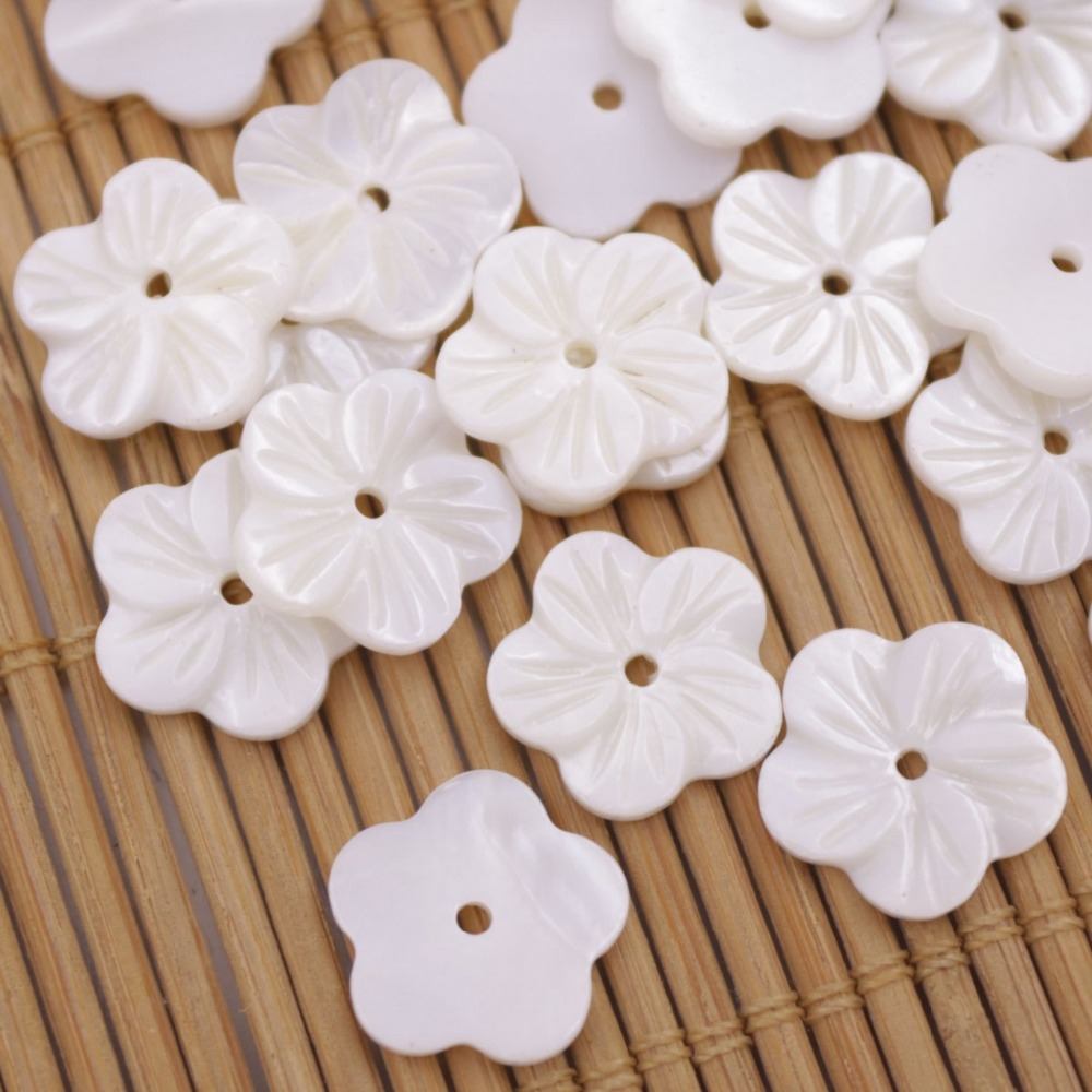Купить с кэшбэком 50 PCS 12 mm Flower Shell Natural White Mother of Pearl Loose Charms Pendants