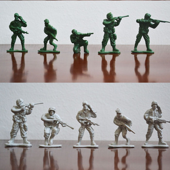100 PCS Monde Guerre II Soldats Guerriers Sable modèle de table Enfants Jouet Soldats Figures Modèle à jouer sur châteaux de sable Aléatoire couleur