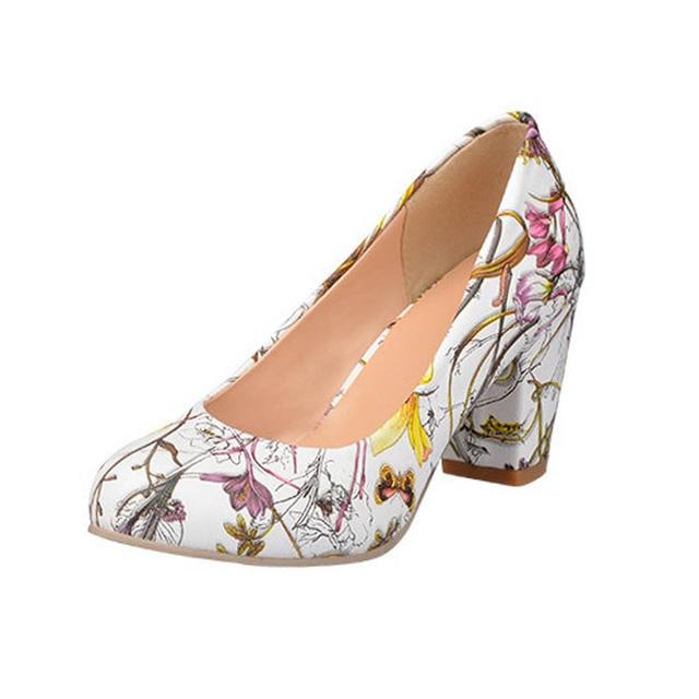 b8eaf915aafc Moda Flor Imprimir Pu Bombas Para Mujeres de Las Señoras Ocasionales de  Poca Profundidad boca Tacones Gruesos Zapatos de Tacones Altos Tamaño 34 43  ...