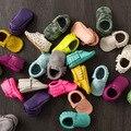 O Envio gratuito de Borlas 29-Color Couro PU Crianças Berço Do Bebê Sapatos Macios Sapatos de Bebê Mocassins Sapatos Recém-nascidos Sapatilhas Primeiro Walker