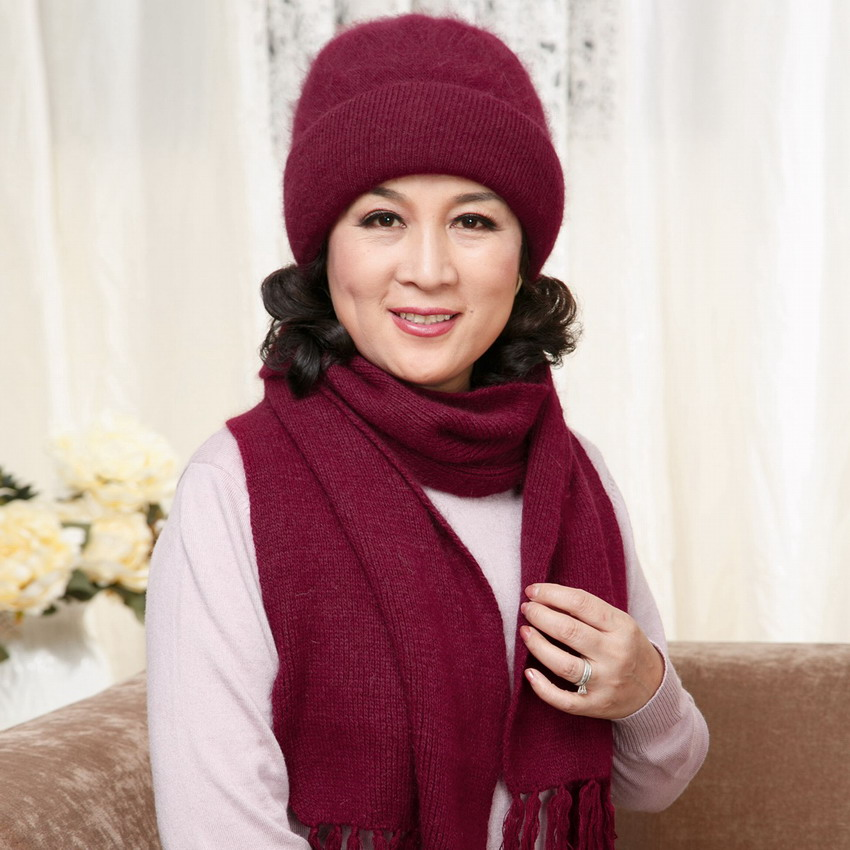 The elderly women's autumn and winter hat scarf twinset thickening thermal rabbit fur yarn new year gift rabbit fur cap scarf