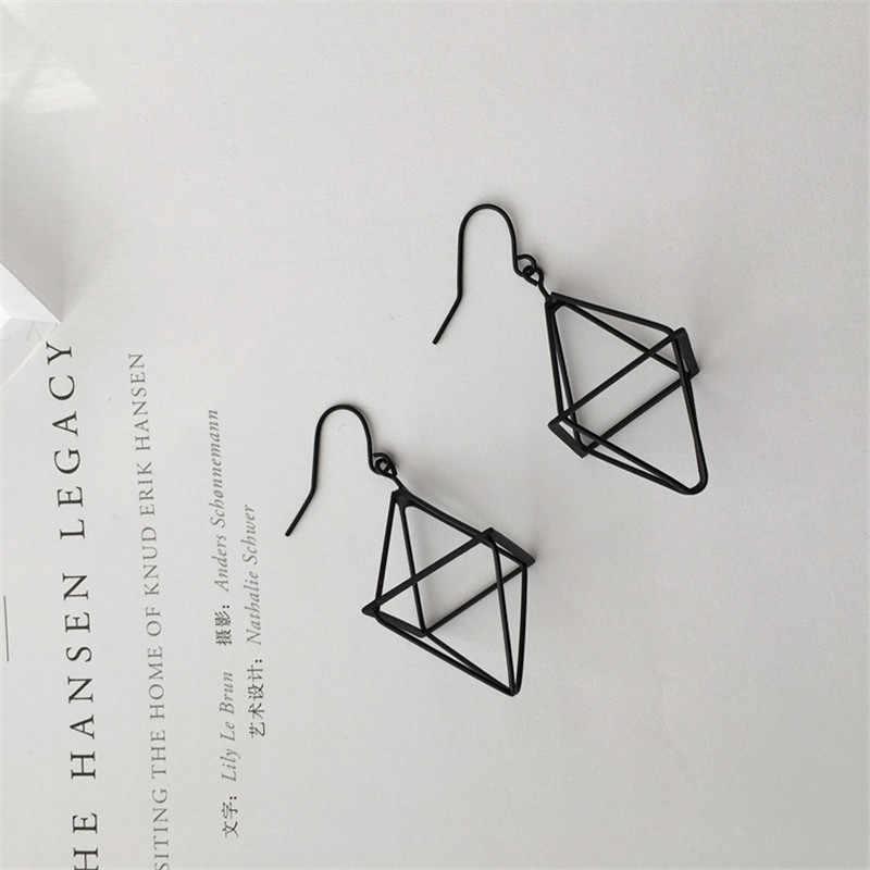 Simple moda personalidad geométrica linterna pirámide estéreo triángulo hueco pendientes DIY