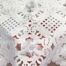 送料無料 (5 ヤード/pc) 高品質ホワイトアフリカレーザーカットレース生地 3D花のためのビーズパーティードレスCLP223