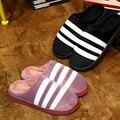 2017 Parejas de Invierno Estilo de La Moda de Algodón de La Raya Blanco y Negro Zapatillas de casa, Hombres y Mujeres Zapatillas de Lana Caliente zapatos Casuales Boy