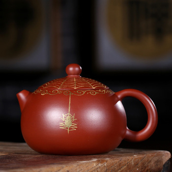 assistant in Yixing purple clay teapot, likes to drop purple clay teapot from heaven by hand as a travel tea set gift.