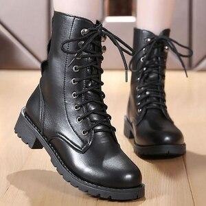 Image 1 - Mắt Cá Chân Giày Cho Nữ Màu Đen Size Lớn 4.5 10 Xe Máy Tăng Da Thời Trang Giày Cao Su Nữ Spring Gothic giày