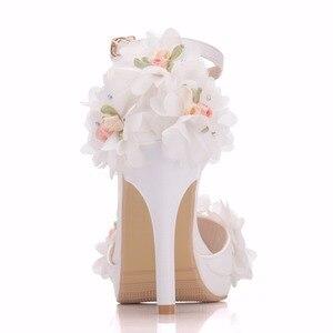 Image 2 - Crystal Queen chaussures de mariée, talons hauts, escarpins papillon, avec fleurs en dentelle, poignets, soirées, été