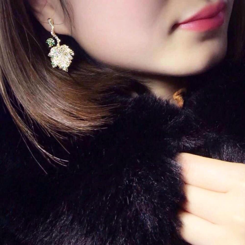 все цены на Qi Xuan_Trendy Jewelry_New Maple Leaf Earring S925 Silver Inlay Zircon Elegant And Irregular Irregular_Factory Direct Sales