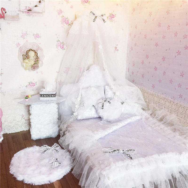1:6 Dollhouse Furniture for dolls Miniature doll bed kawaii simulation soft gorgeous white bed pretend play toys for girls gifts