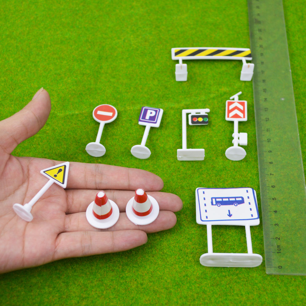 9PCS/LOT ARCHITECTURE Traffic Sign parking scene traffic light sign road sign roadblock plastic model toy