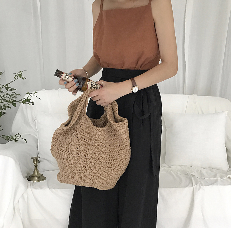 Hong Kong Flavor Retro Chic Style Spring New Korean Version Weave Hole Digging KNITTED PURE COLOR Young Handbag Lady Tide