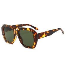 Vintage gran tamaño leopardo gafas de sol de las mujeres cuadrada de carey  de dama Retro gafas de sol tonos remache conducción g. 429ad38da584