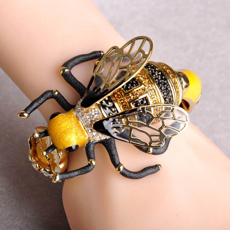 Madrry Creative Bumblebee Big Bangles for Women Gold color Enamel Craft Bee Flowers New Fashion Animal
