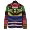 2017 nueva primavera de rayas de color hit de color bordado flores collar de cuello redondo de punto suéter de la mujer