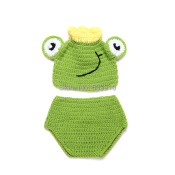 Cute Tiara frog Handmade Crochet Baby Hat and Shorts Newborn Photography Props Baby Animal Costume Set football baby hat and shorts suit hot sale baby handmade cotton costume newborns photography props infant outfits
