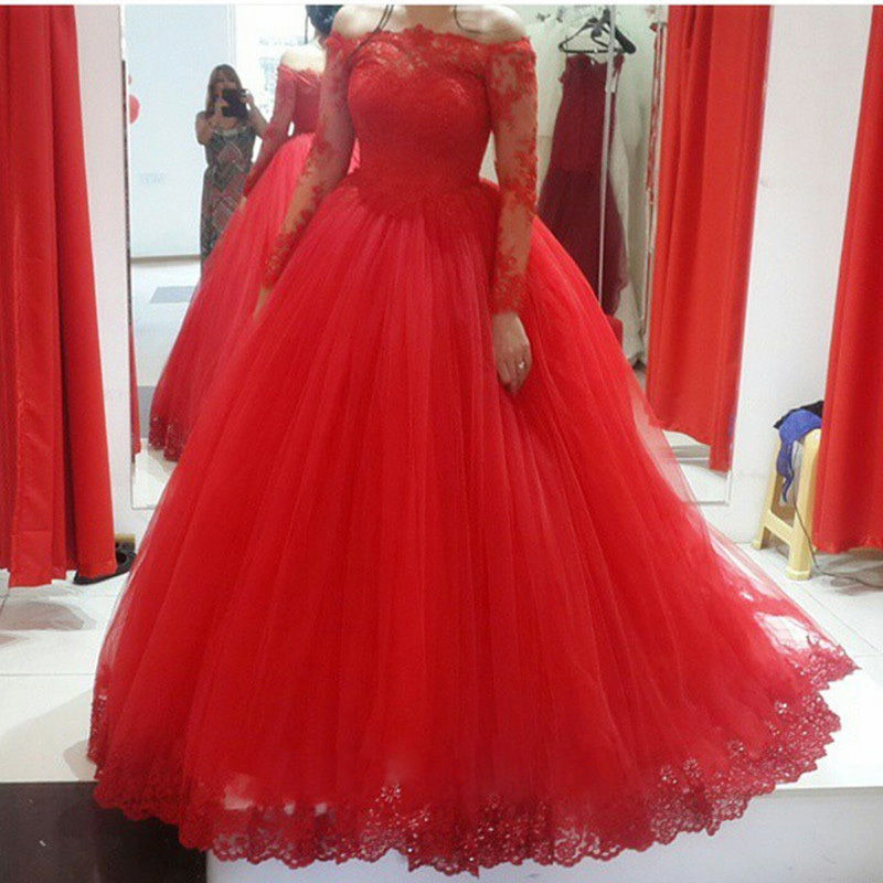 Robe rouge forme princesse