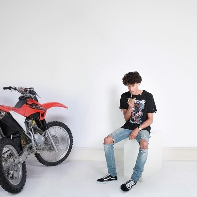 2016 Newest ripped jeans Men Brand Skinny Jeans Runway Destroyed Denim Biker jeans Hip Hop Pants