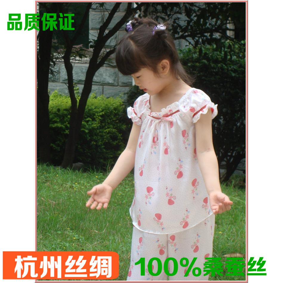 цена High-quality 100% silk pajamas child girl summer strawberry printing / round neck short sleeve + pants real pure silk tracksuit