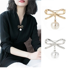 2020 New Lovely Imitation Pearls Bow Brooches For Women Accessories Korean Cute Hollow Bowknot Brooch Pins Fashion Jewelry Gift imitation pearls christmas tree brooch pin women fashion rhinestone brooches xmas new year gift
