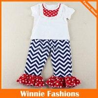 Großhandel Neue Heiße Verkauf Chevron Mädchen Outfits Weiß Kurzarm Top mit Polka Dot Lätzchen Und Chevron Rüschenhosen Kostenloser Versand