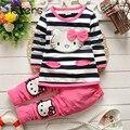 Los niños de Algodón A Rayas t-shirt + pants de la historieta linda del gato del gatito del arco de rayas de manga larga KT bebé ropa de la muchacha fijaron ropa de niños