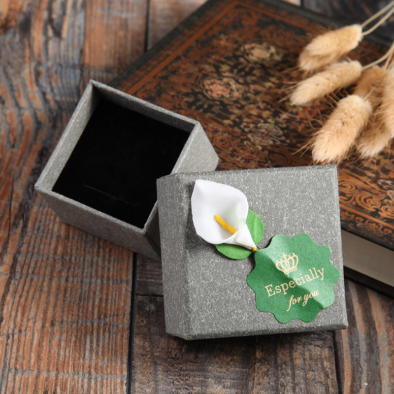 High Quality 5 Pack/Lot 5.5x5.5x3.5 cm Grey Kraft Paper Craft Jewelry Rings Boxes With Lily Flower Earring Ring Gift Box Cases