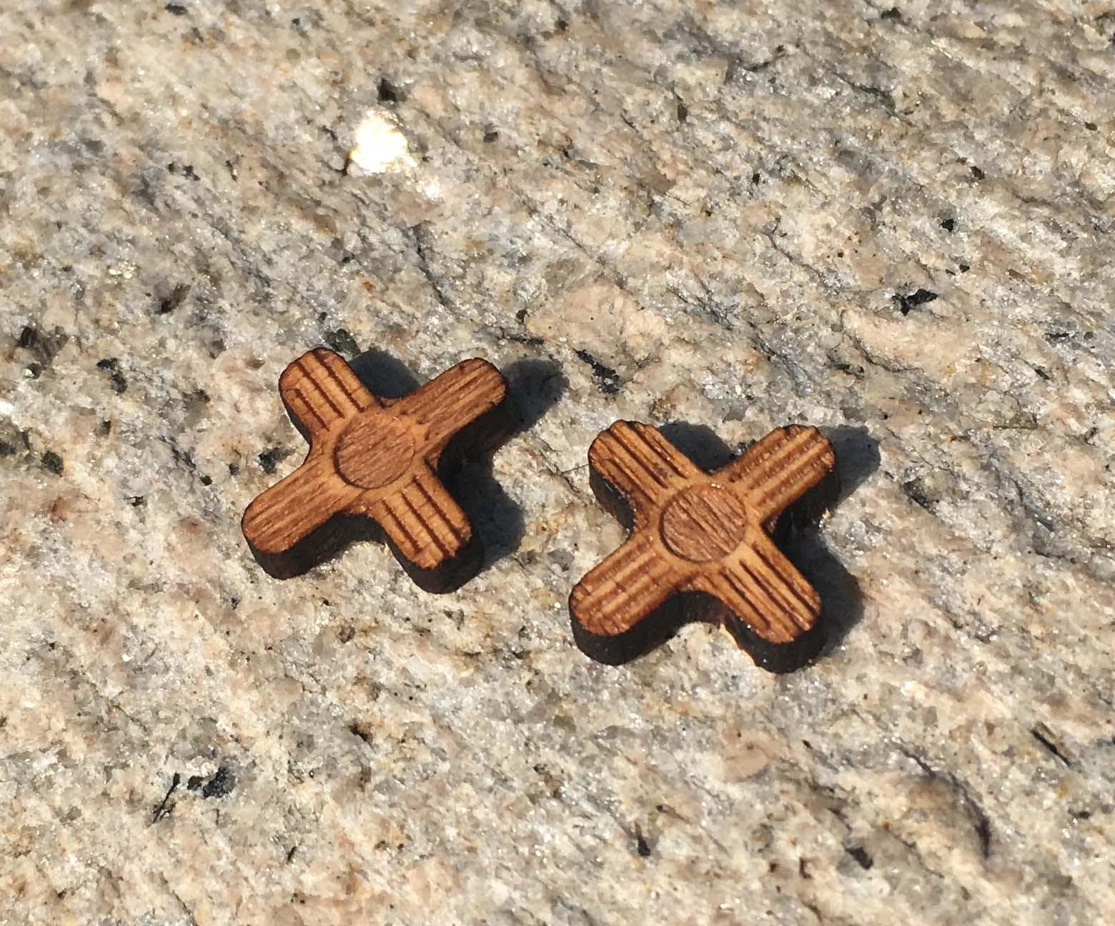 Геометрический Зиа символ lasercut Серьги Нью-Мексико стержня Зия деревянные серьги юго ручной работы Серьги X 10 пар