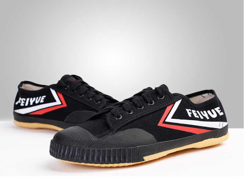 Chinese Kung Fu Shoes Classic Kung Fu Shoes Feiyue Breathable Sneakers Tai Chi Kung Fu Slipper Martial Art Taekwondo Shoes Men