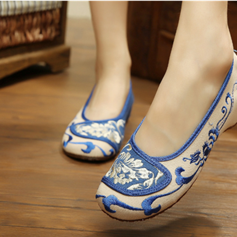 2/colors women Blue and white porcelain embroidered flower shoes Leisure plat canvas shoe Shallow mouth Chinese Shoes blue and white porcelain plum flower bracelet