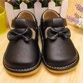 2016 Sping Del Otoño Zapatos Chillones Del Bebé Negro de La Mariposa del nudo de Los Zapatos