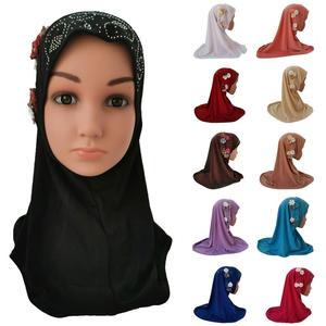 Image 1 - Meisjes Kids Moslim Hijab Islam Arabische Sjaal Sjaals Bloemen Hoofddoek Arabische Caps Ramadan School Strass Kind Hoofddeksels Hoed Mode