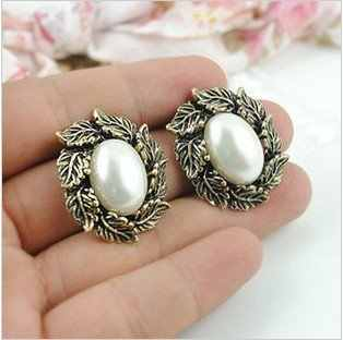 Fashion Hot Sale New Style Ancient Color Carved Leaves of Simulated Pearl Stud Earrings E120