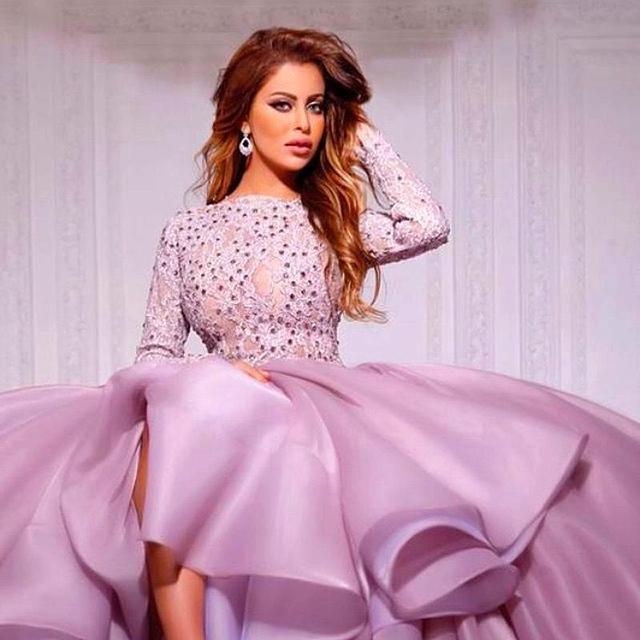 Belleza cordón púrpura de manga larga inspirados-celebrity Myriam Fares vestido de bola que rebordea estilo Arabia saudita