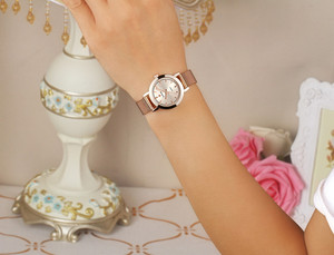 Image 5 - WWOOR גבירותיי יד שעונים עבור נשים אולטרה דק קוורץ שעון אופנה מקרית שעות צמיד שעונים reloj mujer acero inoxidable