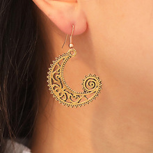 Metal retro earrings Creative carved moon hook female wave spiral hot new simple jewelry 2019