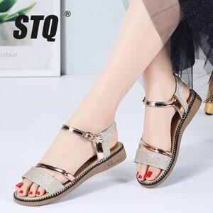 Image 1 - STQ Sandalias planas de goma para mujer, zapatos de tacón bajo para playa, estilo Gladiador, color negro y dorado, YY366, 2020