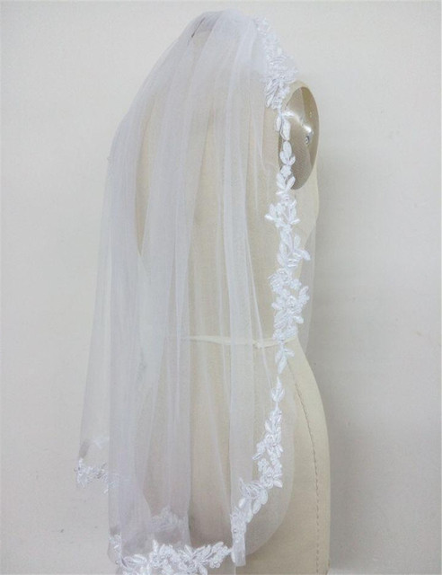 2016 New Lace Edge with Pearl Bridal Veil Fingertip Length Wedding Veil With Comb