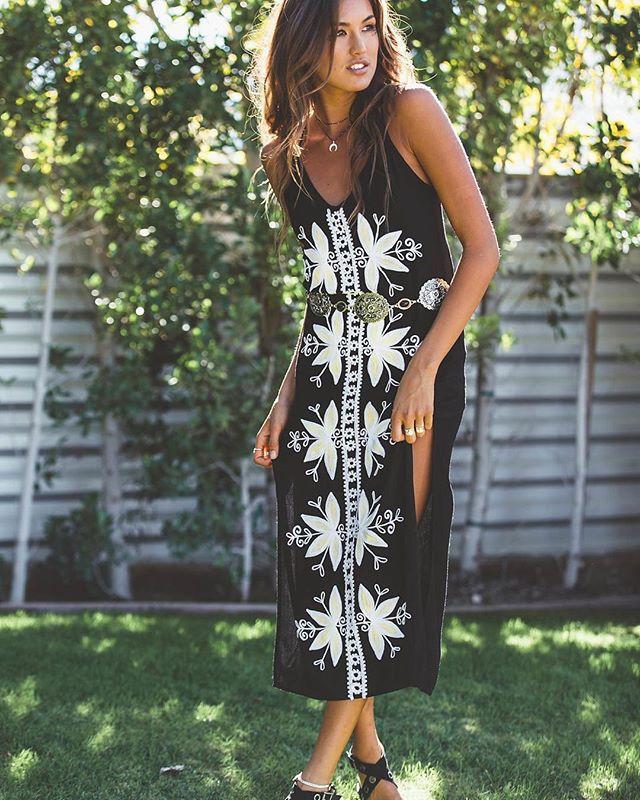 2019 bohème vacances robe femmes vêtements coton sans manches longue robe floral broderie robe noire split boho robes