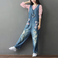 цена Women Flower Printed Loose Holes Ripped Denim Jumpsuits Rompers Girls Scratched Loose Vintage Overalls Denim Trousers в интернет-магазинах
