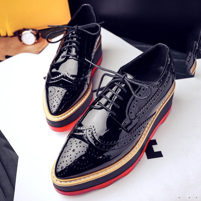 ФОТО AIWEIYi Women Flats Patent Leather Shoes Woman Lace up Loafers Woman Platform Flat Shoe Black White Brown Women Flats