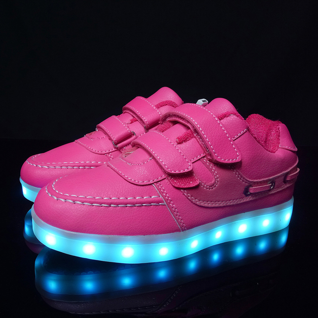 2017 Girls light up led luminous shoes color glowing casual fashion with new simulation sole charge for Boys kids neon children