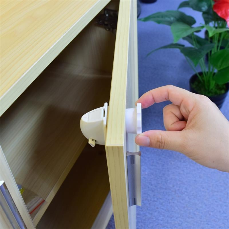 4 stk. Magnetisk børnesikring. Babysikkerhed Kabinetlås Børnesikring Børnesikringslås Babybeskyttelse Skab Børnesikrede låse
